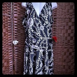 Jennifer Lopez Dress color black and white